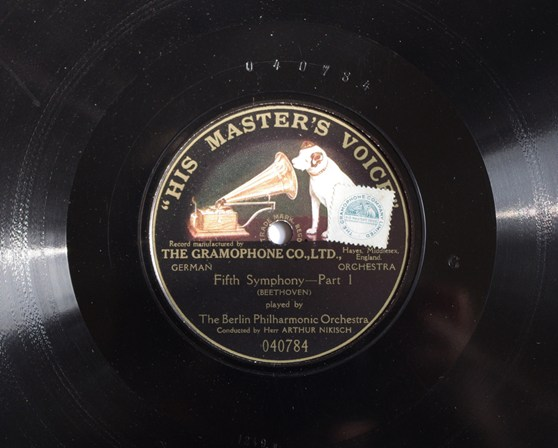 Colour photograph of the record label of a 1922 pressing of Beethoven's fifth symphony