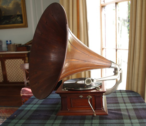 Colour photograph of a gramophone from circa 1910